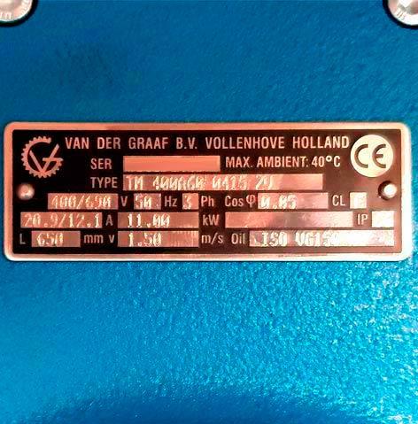 Chapa identificadora del mototambor, indicando número de serie (sale borrado), tipo, voltaje, Hz, fase, etc...
